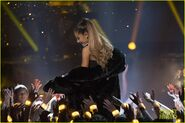 Ariana-grande-performance-2016-rdma-12