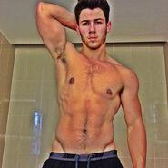 Nick-jonas-shirtless-full-potd