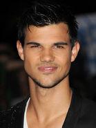 Taylor-Lautner3