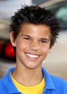 Taylor-Lautner8