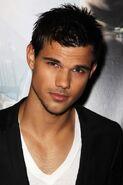 Taylor-Lautner23