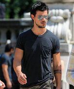 Taylor-Lautner25