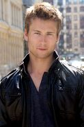 Glen-powell-expend