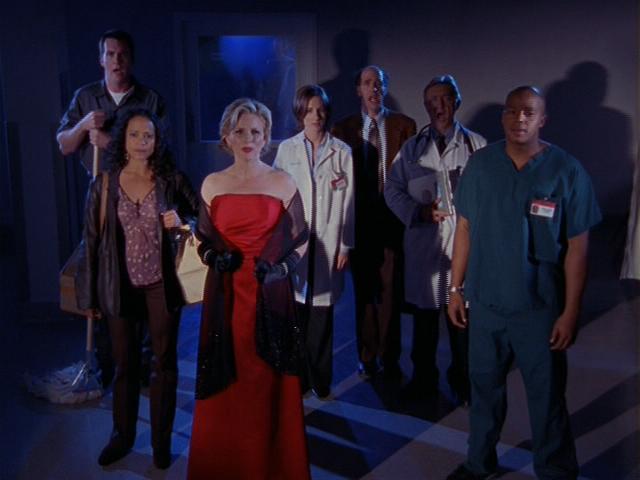 2x13 Elaine and cast sing.jpg