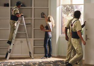 8x17 Elliot decorates apartment