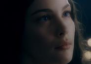 Arwen regarde