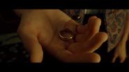 Anneau dans la main de Frodon