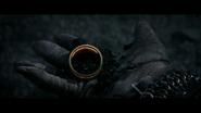Anneau dans la main d'Isildur