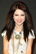 Selena laugh falling down behind the scenes