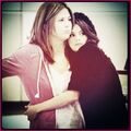 Selena-Gomez-And-Her-Mom