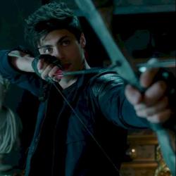 Alec TV con arco.png