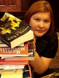 Cassandra-clare-author-photo.jpg