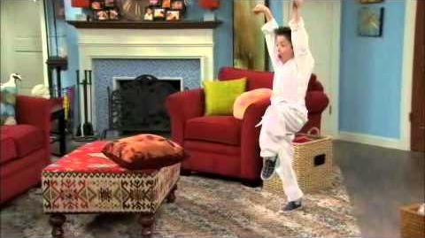 Shake_it_up_S01E05-Kick_it_up-Part_1_2