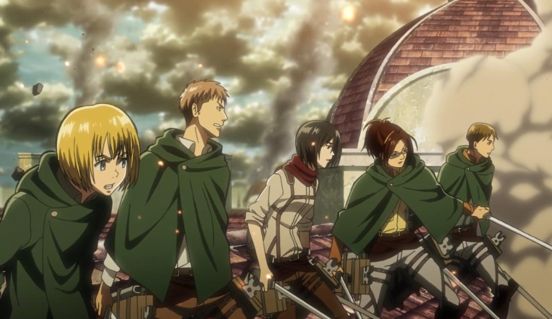 Die Soldaten beobachten, wie Eren und Annie kämpfen.jpg
