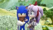 SonicBoom Sonic&Perci walking