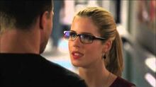 Arrow 3x01 - Oliver and Felicity First Kiss