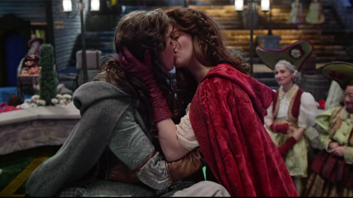 Ruby Slippers Kiss.png