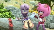 SonicBoom Amy puts a cast on Perci