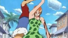 Luffy gives his hat to Nami