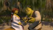Shrek sings to Fiona karaoke