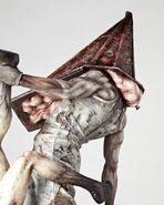 Silent-Hill-Pyramid-Head-figurine-04