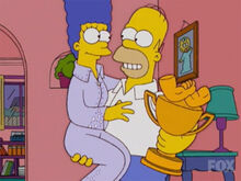 Homer marge braço troféu