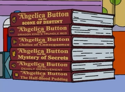Angelica Button (seria).png