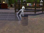 Призрак копается в мусорке