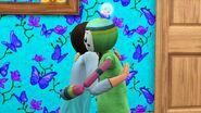 Девочка обнимается с Воображаемым другом