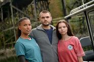 BTS S01E01 Pilot Fola Evans-Akingbola, Alex Roe and Eline Powell (2)