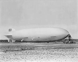 Hindenburg at lakehurst.jpg