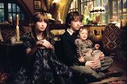 Violet-Claus-Sunny-in-Uncle-Montie-s-House-violet-baudelaire-14731576-1400-931