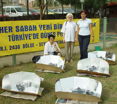 Solar cooking workshop in Turkey in 2002, 8-5-15.png