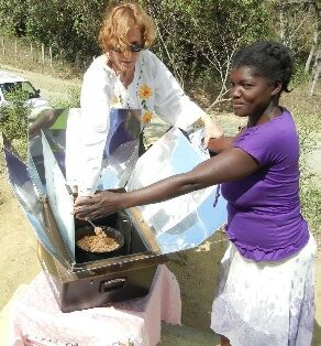 Solar cooking in the Dominican Republic, 3-16-14.jpg