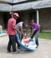 Blik op Afrika, locals use parabolic cooker, 2-27-14