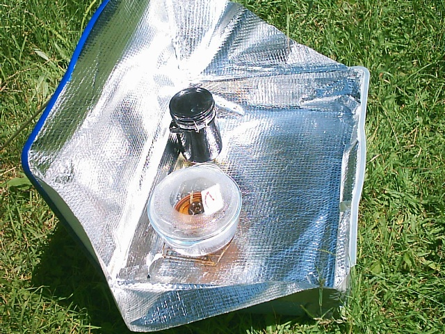 Luggage solar cooker