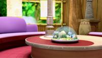 S1E41 Amy's house living room table