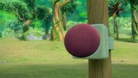 S1E30 Speaker button