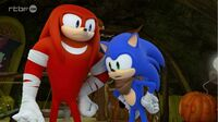 SB S1E39 Knuckles Sonic confused burrow