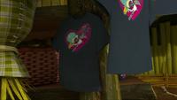 SB S1E39 Justin Beaver shirts