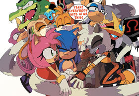 IDW-Sonic 32 - Group hug.jpg