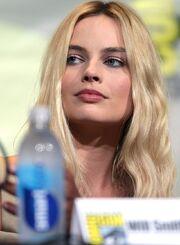 800px-Margot Robbie (28316659170) (cropped).jpg