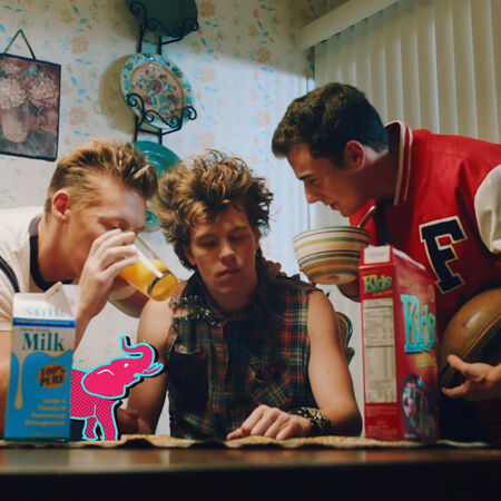 5 Seconds of Summer - She's Kinda Hot (Music Videos) Hollywoodedge, Elephant Single Clas AT043701.jpg