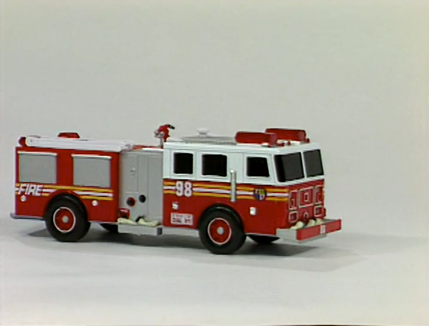 Sound Ideas, FIRE TRUCK - PULL UP, HEAD ON, SIREN, AIR HORN