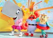 SpongeBob-mascot-costumes-at-Nickelodeon-Universe