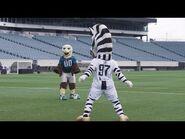 Juventus vs Philadephia Eagles -MascotChallenge - -CONTAJUS
