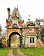RealWorld Brockenhurst Park Gatehouse.jpg