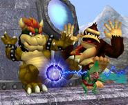 Bowser y Donkey Kong esquivando un Trueno PSI SSBM