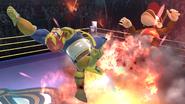 Captain Falcon usando Propulsión Falcon contra Diddy Kong en el Cuadrilátero SSB4 (Wii U)