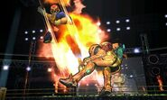 Captain Falcon usando su Patada Falcon contra Samus SSB4 (3DS)
